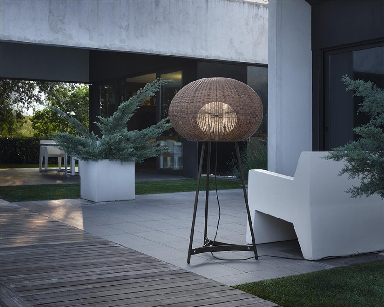 iluminat decorativ - lampadare, lampi de podea sau lampi de masa